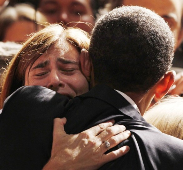 Alexa Albert hugs U.S. President Barack Obama after speaking at a fundraiser for U.S. Senator Patty Murray's re-election campaign while at the Westin Seattle hotel in Seattle, Washington, August 17, 2010. The president is on the second day of a five-state trip across America.  REUTERS/Larry Downing (UNITED STATES - Tags: POLITICS)